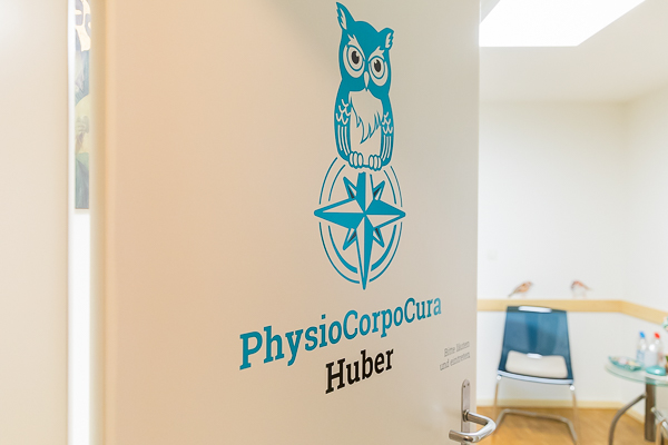 Eingang der Physiotherapie PhysioCorpoCura Huber in Mumpf
